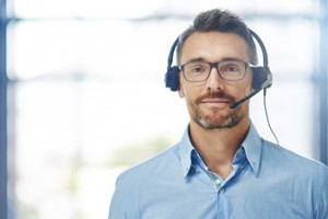 Outbound-marketing-man-wearing-a-headset